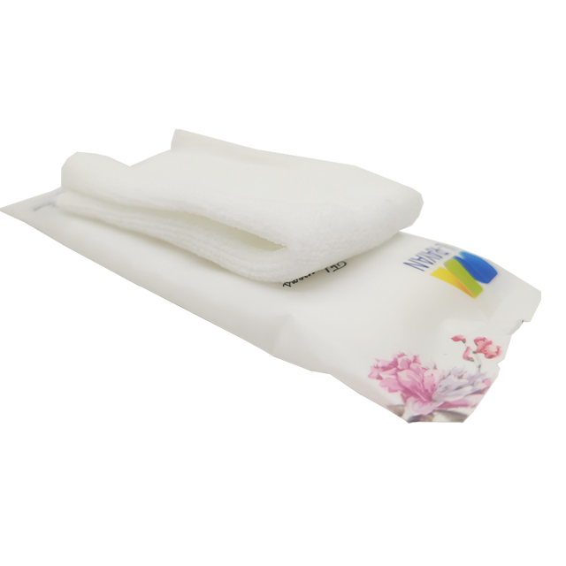 OEM Soft Refreshing And Cooling Formula100% Cotton Wet Towel